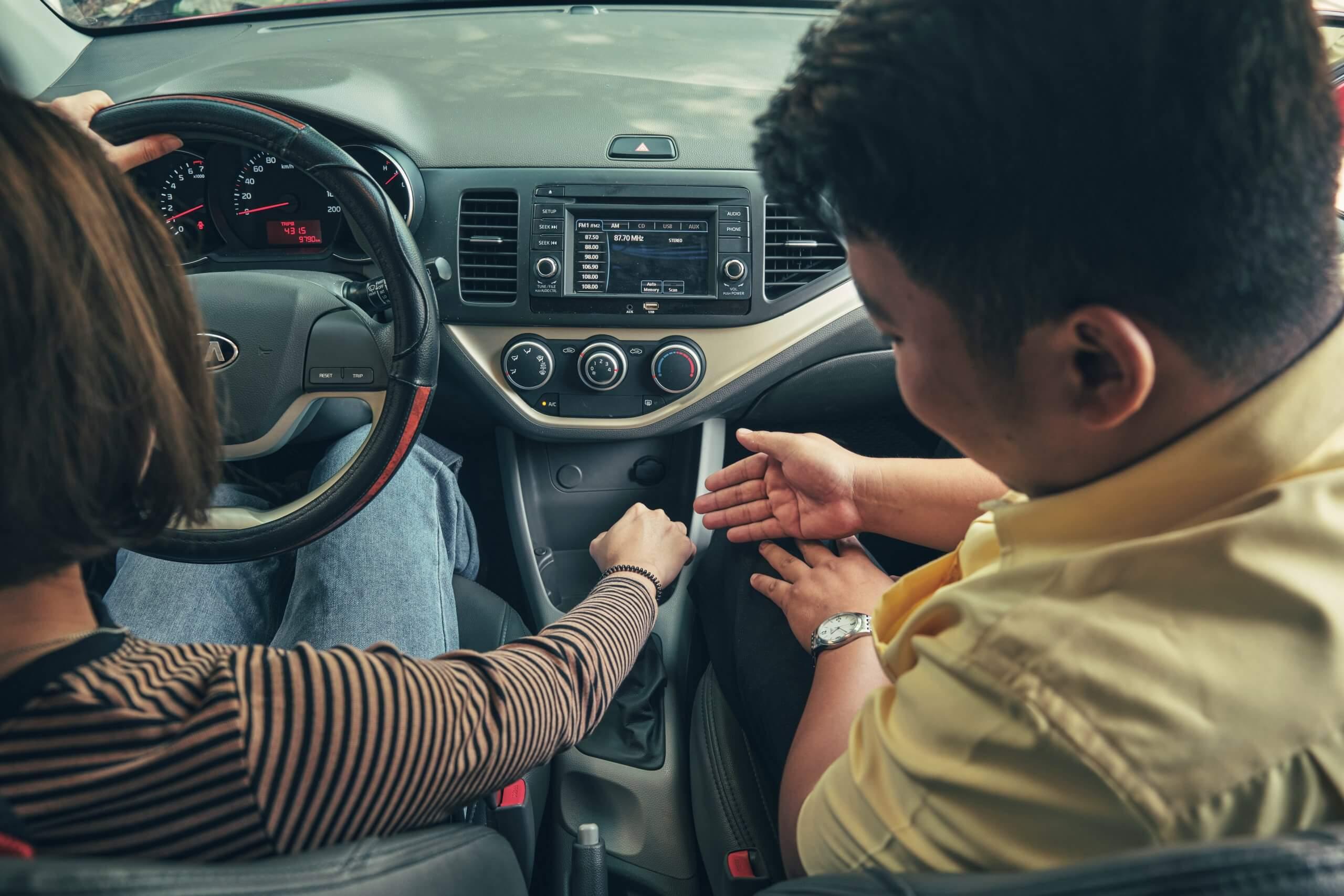 phí học thực hành lái xe ô tô B2 năm 2021
